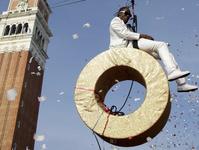 Рэппер Кулио спустился с небес на землю/Reuters