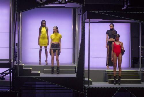 Рианна продемонстрировала собственную дебютную коллекцию в Лондоне (фото)