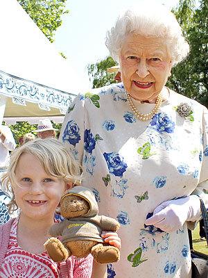 Королева Елизавета II впервые нарушила протокол