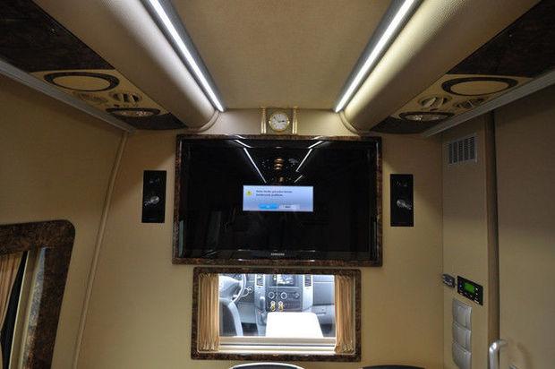 Заказать микроавтобус с телевизором
