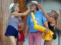Ретро-бабушки любят погорячее. Пляжная вечеринка киевских пенсионерок