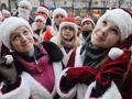 Новогодний марш. В Киеве прошел парад Дедов Морозов