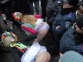 Трусы к бою. Активистки FEMEN забросали посольство Италии нижним бельем