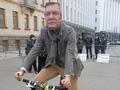 Это смешно. Киевские велосипедисты пикетировали Администрацию Януковича