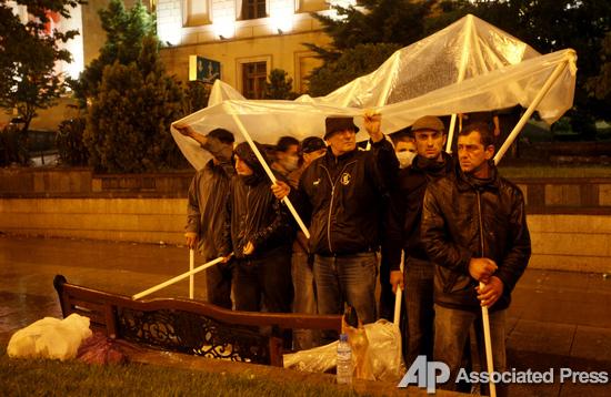Темная ночь. В Тбилиси спецназ разогнал акцию противников Саакашвили