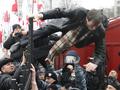 Забор правосудия. Сторонники Тимошенко вновь попытались прорваться на территорию суда