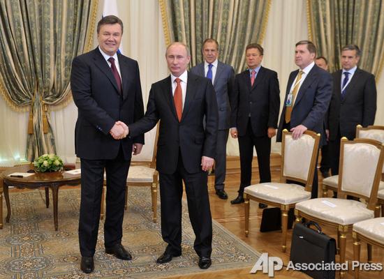 На два фронта. Янукович и Азаров провели переговоры со странами СНГ и Евросоюзом