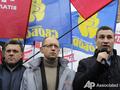 Три богатыря. Лидеры оппозиции организовали митинг под зданием ЦИК