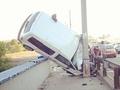 На грани срыва. В Киеве машина едва не упала с Московского моста
