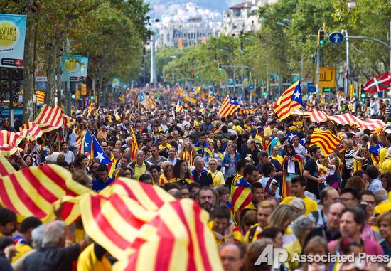 Живая цепь в 400 км. Сотни тысяч каталонцев взялись за руки, чтобы получить независимость от Испании