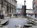 Приплыли. Огромная подлодка проломила асфальт в центре Милана