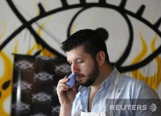 Плачь, плачь, рисуй, рисуй. Аргентиский художник создает картины из слез