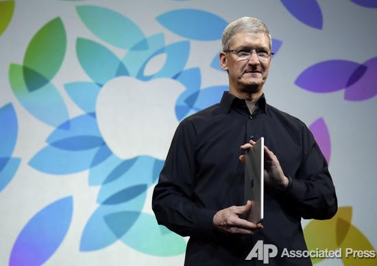 Генеральный директор Apple Тим Кук презентует iPad Air