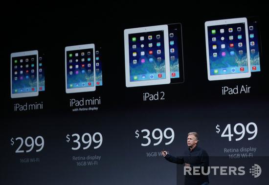 Фил Шиллер, старший вице-президент Apple по маркетингу, демонстритует новые продукты компании