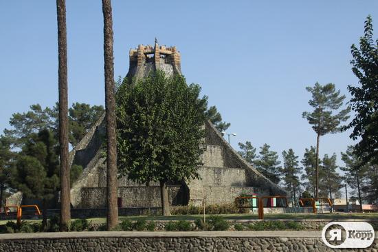 День сьомий – місто Кашан і зіккурати, розкопані харків'янином